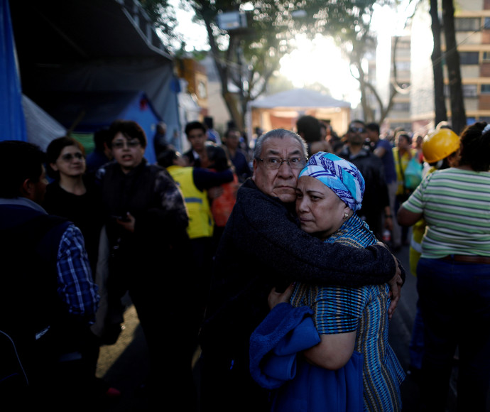 תושבי מקסיקו סיטי מגיבים לרעש האדמה