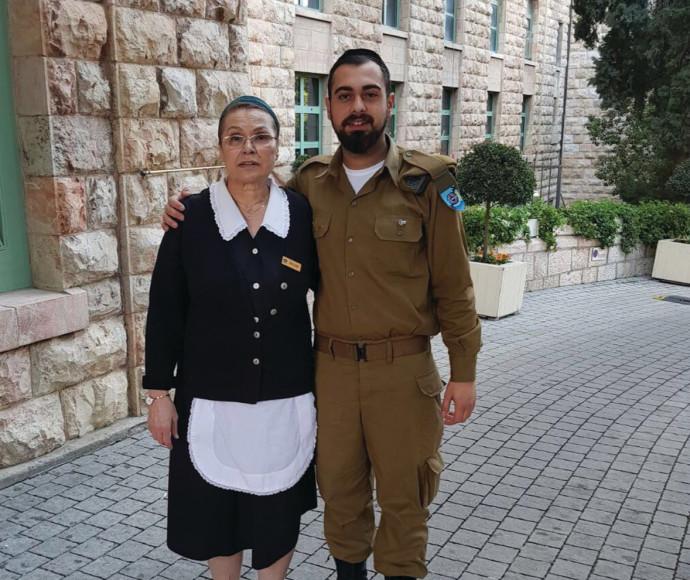 """רב""""ט דניאל יהושע ואמו"""