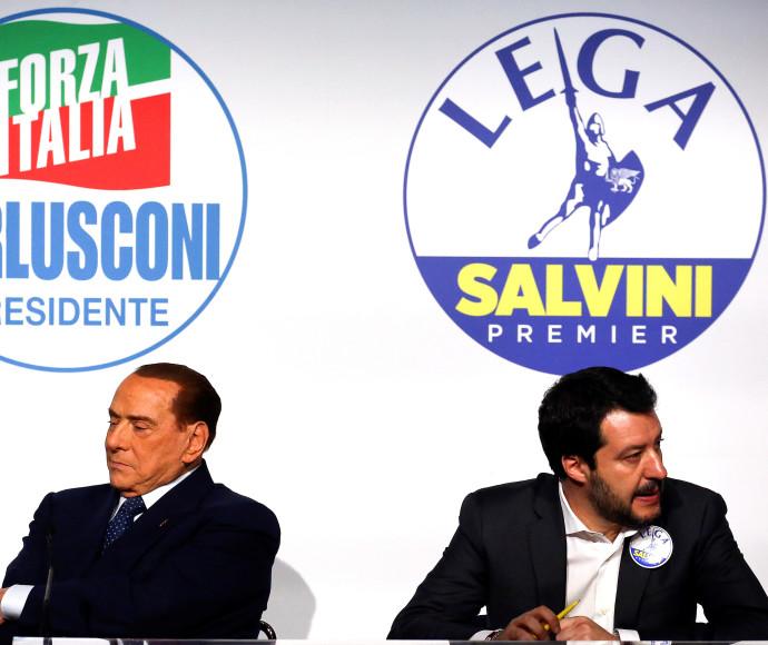 """סילביו ברלוסקוני (משמאל) ומנהיג ה""""לגה"""" מתאו סלביני"""