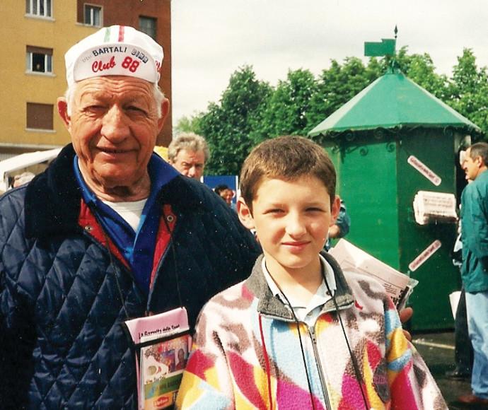 ברטגני בילדותו  עם סבו ברטלי