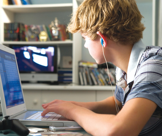 ילד גולש במחשב, אילוסטרציה