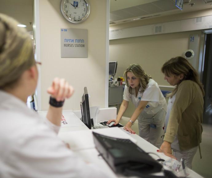 אחיות בבית חולים