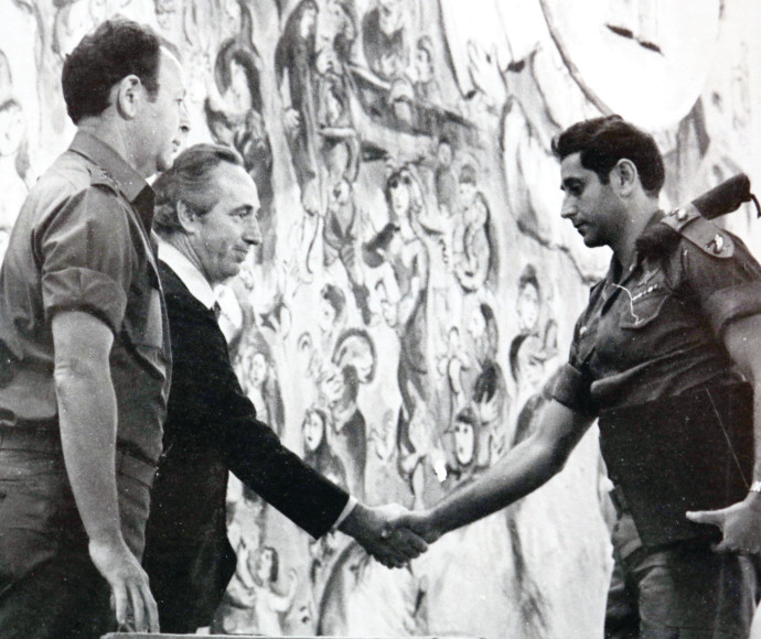 יהודה דובדבני עם שמעון פרס ומוטה גור