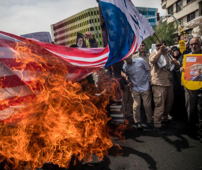 """שריפת דגל ארה""""ב"""