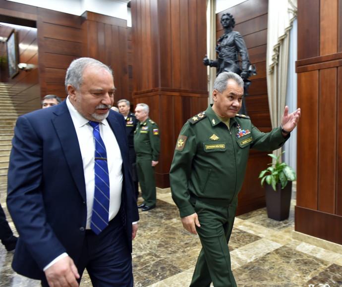 שר הביטחון אבגידור ליברמן עם שר ההגנה הרוסי סרגיי שויגו