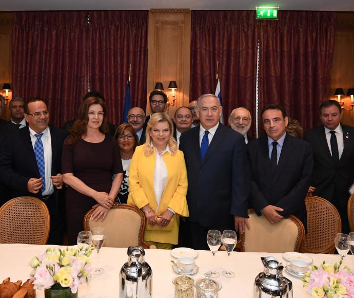 ראש הממשלה נתניהו ורעייתו עם ראשי הקהילה היהודית בצרפת