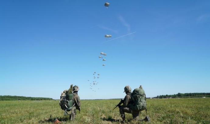 תרגיל של הצנחנים בפולין