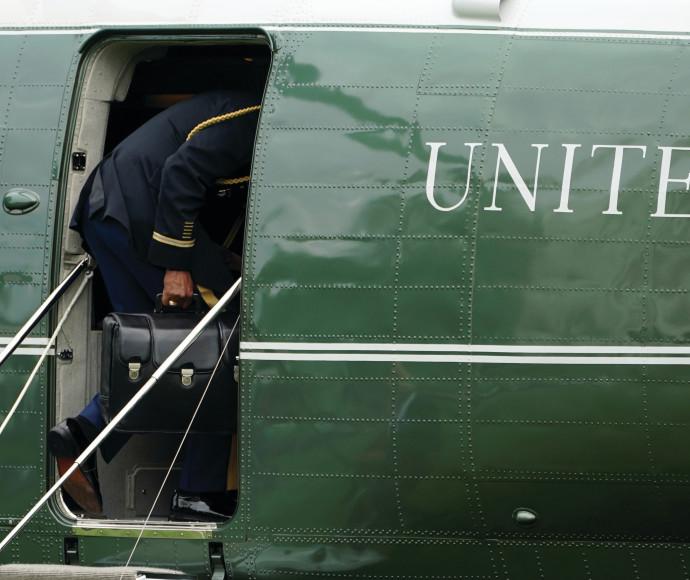"""המזוודה הגרעינית ב""""מרין 1"""". מלווה את המפקד העליון לכל מקום"""