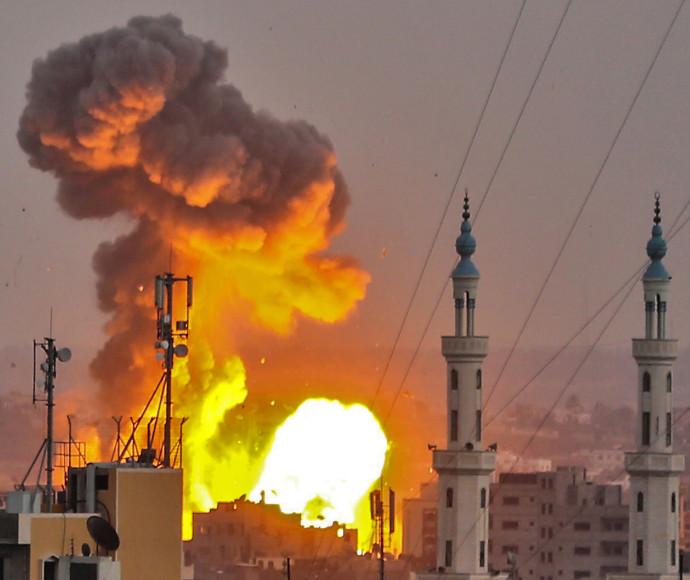 """הפצצות צה""""ל ברצועה"""