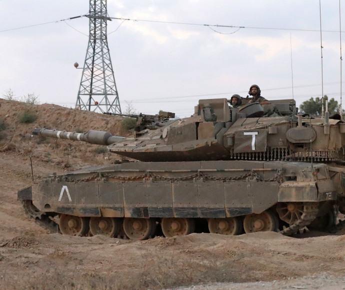 """טנק של צה""""ל בגבול רצועת עזה"""
