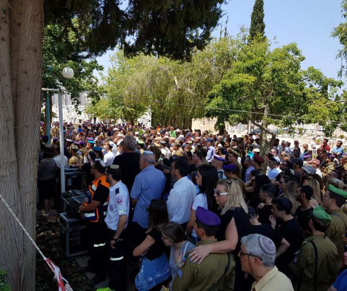 אלפים בהלווייתו של אביב לוי