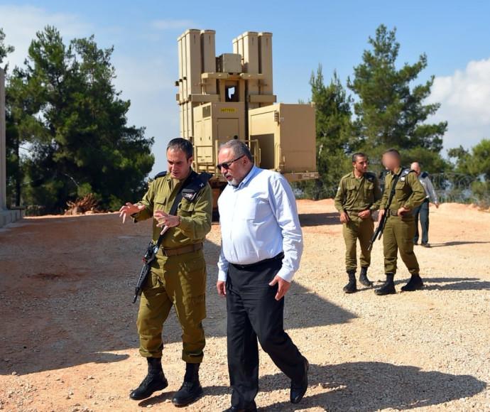 שר הביטחון ליברמן מבקר במערך ההגנה האווירית של חיל האוויר בצפון
