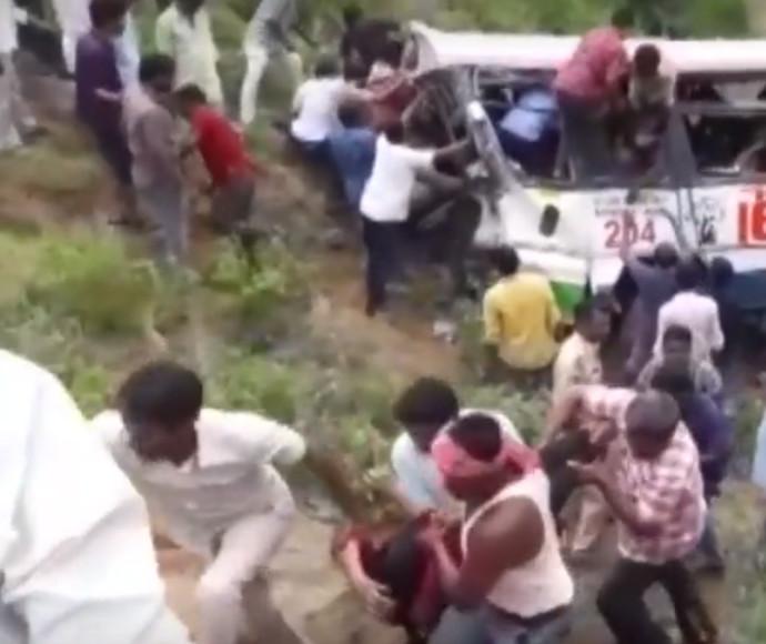 האוטובוס שהתהפך בהודו