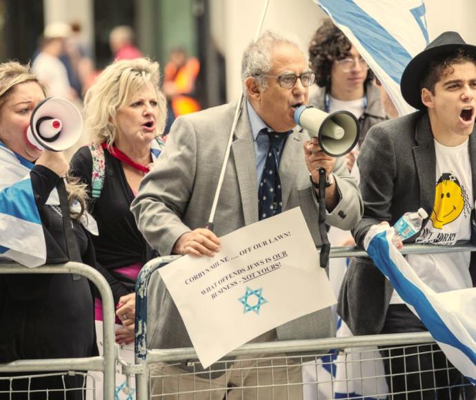מחאה מחוץ להצבעת הוועד המנהל של הלייבור בלונדון על קבלת הגדרת האנטישמיות המלאה, החודש