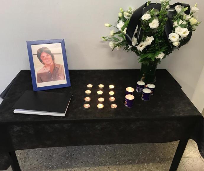 שולחן לזכרו של ארי נשר בבית ספרו תלמה ילין