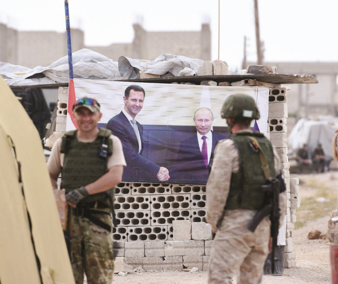 כרזה של בשאר אסד וולדימיר פוטין באידליב