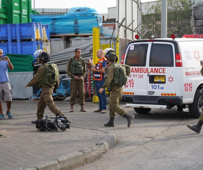 חיילים וכוחות הצלה באירוע הירי בברקן