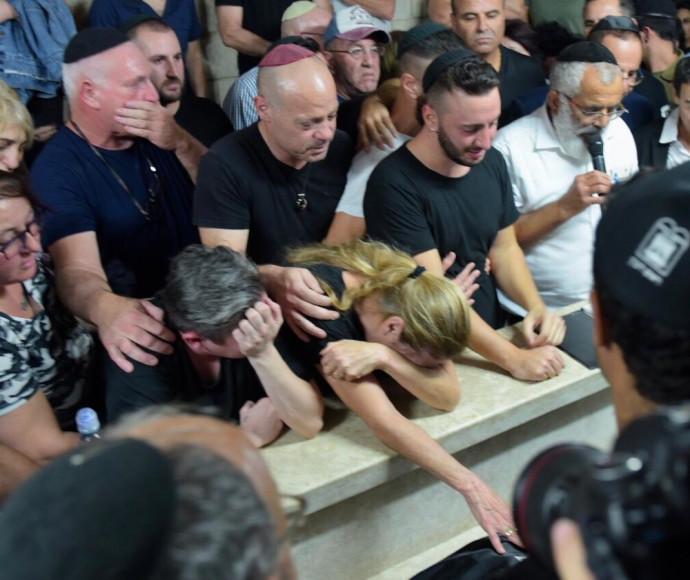 הלוויה של קים יחזקאל לבנגרונד