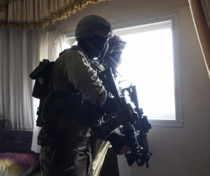 """חיילי צה""""ל סמוך לבית משפחת המחבל מהשומרון"""