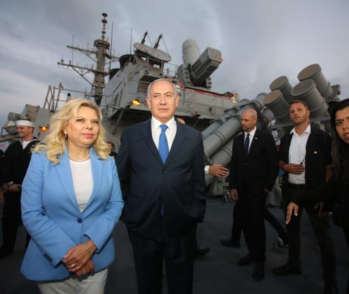 בנימין ושרה נתניהו על המשחתת האמריקאית בנמל אשדוד