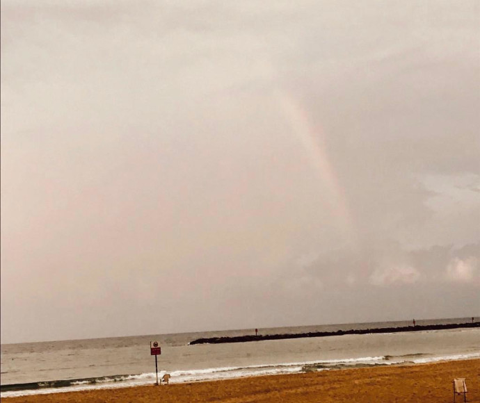 קשת בענן בחוף בתל אביב