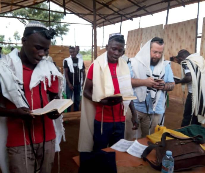 בני שבט האביודיאה מהכפר פוטי שבמזרח אוגנדה