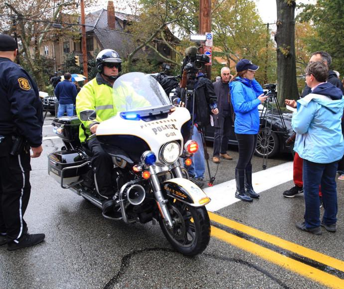 שוטר בזירת האירוע בפיטסבורג