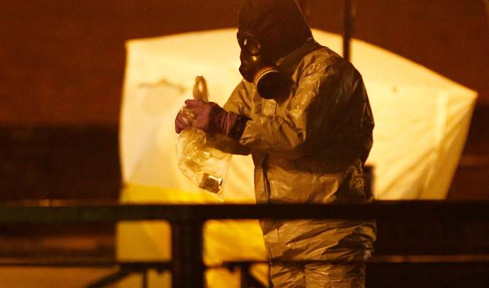 איש שירותי החירום הבריטיים לאחר השימוש בגז הנוביהוק בסאליסבורי בחודש מרץ 2018