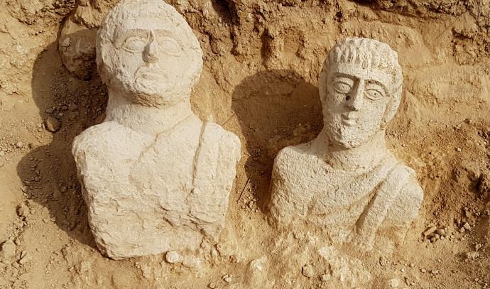 פסלים כבני 1700 שנה שנמצאו בבית שאן