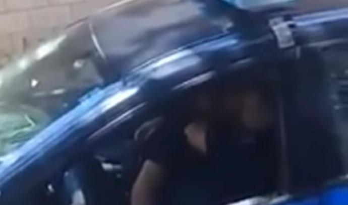 שוטרים תועדו באקט מיני בניידת