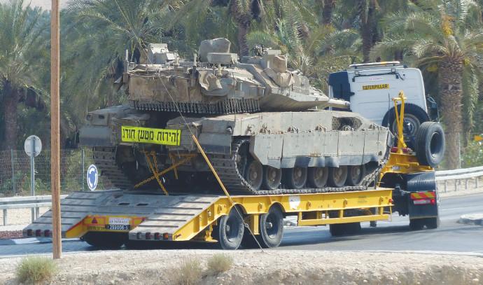 מוביל טנקים