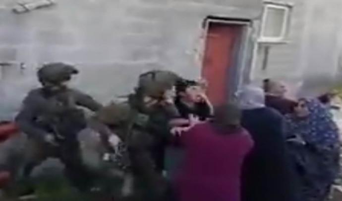 """אלימות כלפי חיילים במהלך מעצר ביו""""ש"""