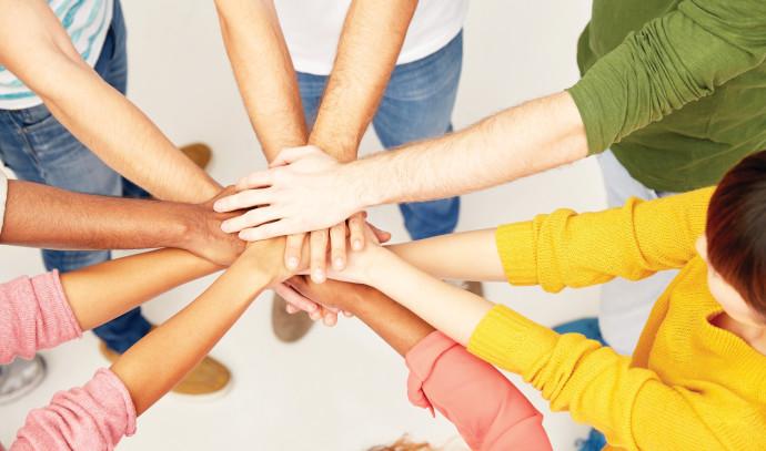 למרות השוני, כולם יחד שמים ידיים