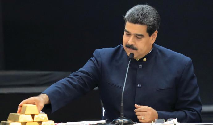 נשיא ונצואלה מדורו מציג מטילי זהב