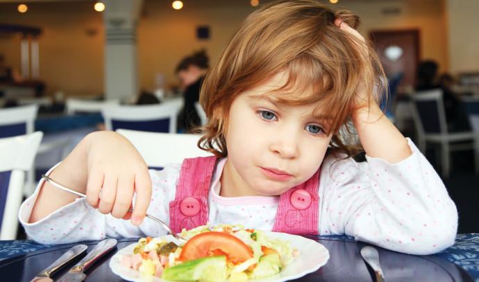 ילדה אוכלת, צילום אילוסטרציה