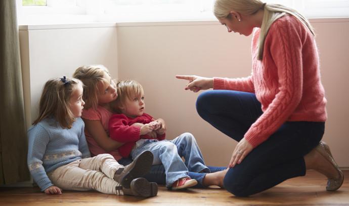 אמא עם ילדיה
