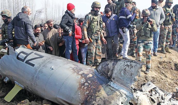 המטוס שהתרסק בחבל קשמיר. צילום: AFP