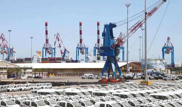 מכוניות חדשות בנמל