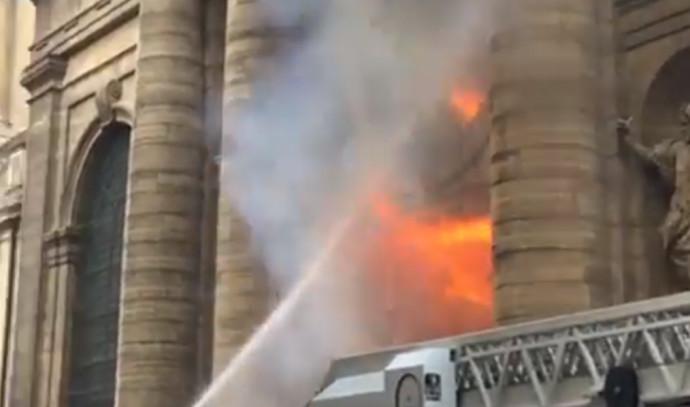 שריפה בכנסיית סן-סולפיס