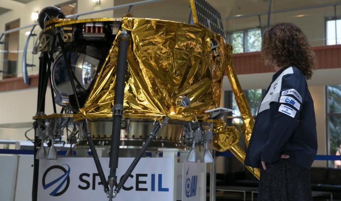 """אינה, האישה היחידה באתר השיגור של """"בראשית"""""""