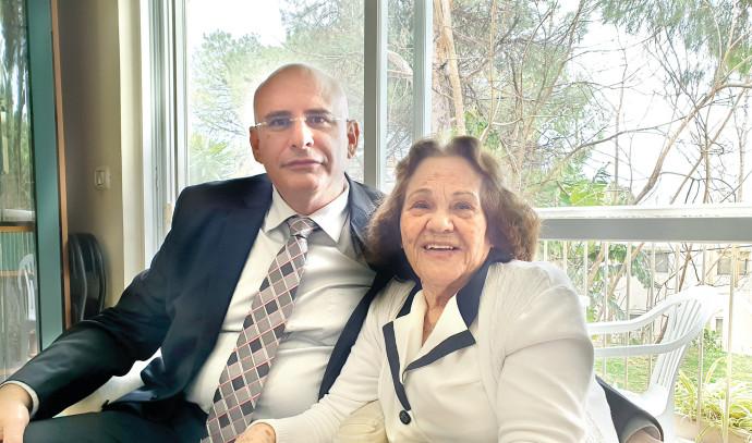ניר קיפניס ואמו