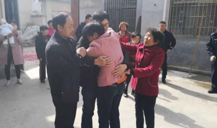 מצא את הוריו 21 לאחר שנחטף