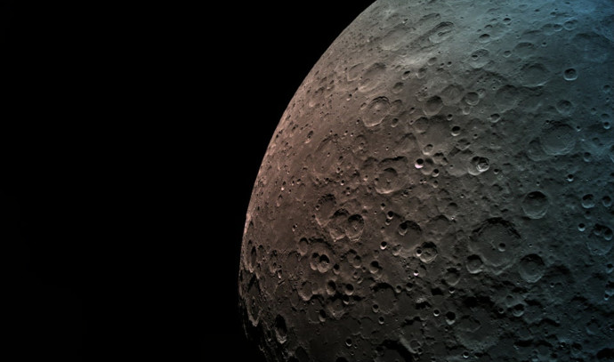 הירח ממרחק 550 קילומטרים
