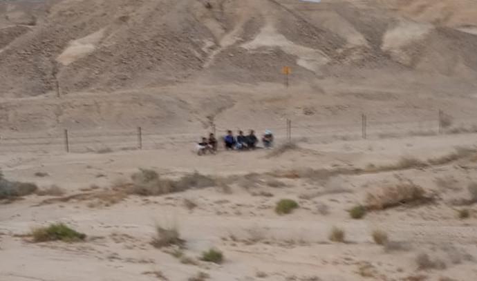 צעירים שנתקעו בשדה מוקשים בערבה