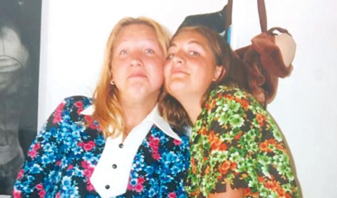 יוליה וילנה עם השמלות של אימן כמה שעות לפני שנהרגו