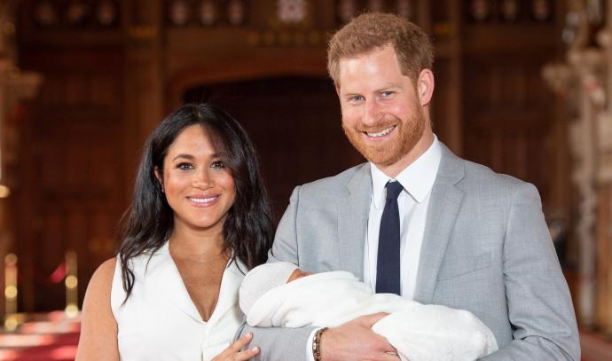 הנסיך הארי והדוכסית מייגן מרקל עם התינוק