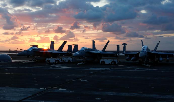 נושאת מטוסים אמריקאית בדרכה למפרץ הפרסי