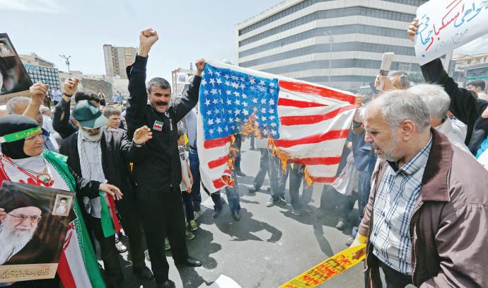 """מחאה בטהרן נגד ארה""""ב"""