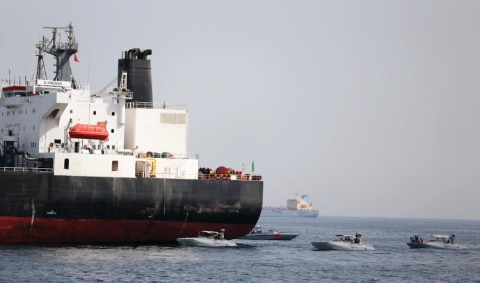 מכלית נפט סעודית שהותקפה