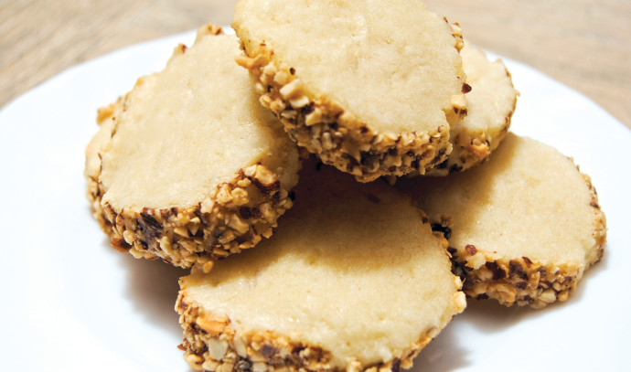 עוגיות פריכות מצופות בוטנים